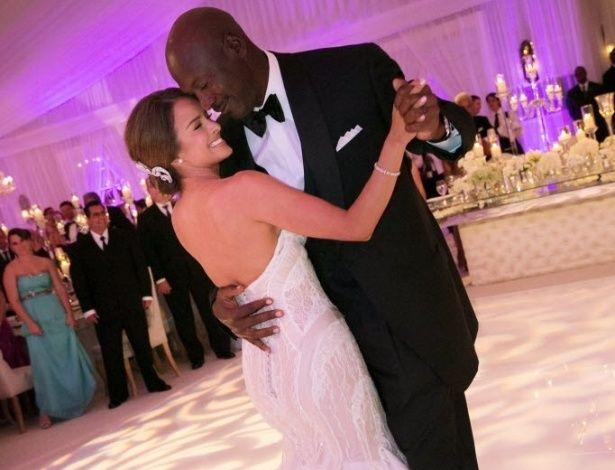 Astro do basquete Michael Jordan e Yvette. 2013