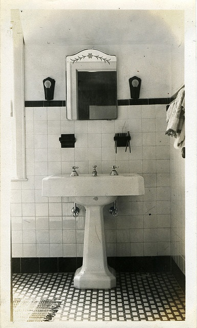 1930s Bathroom With Pedestal Sink Like The One I Ll Have