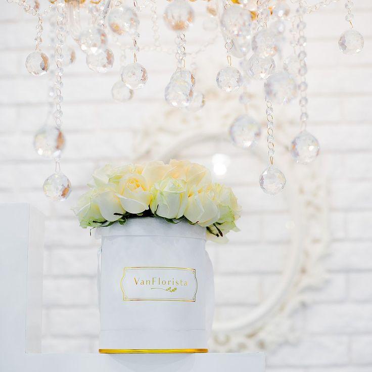 White Roses Deluxe