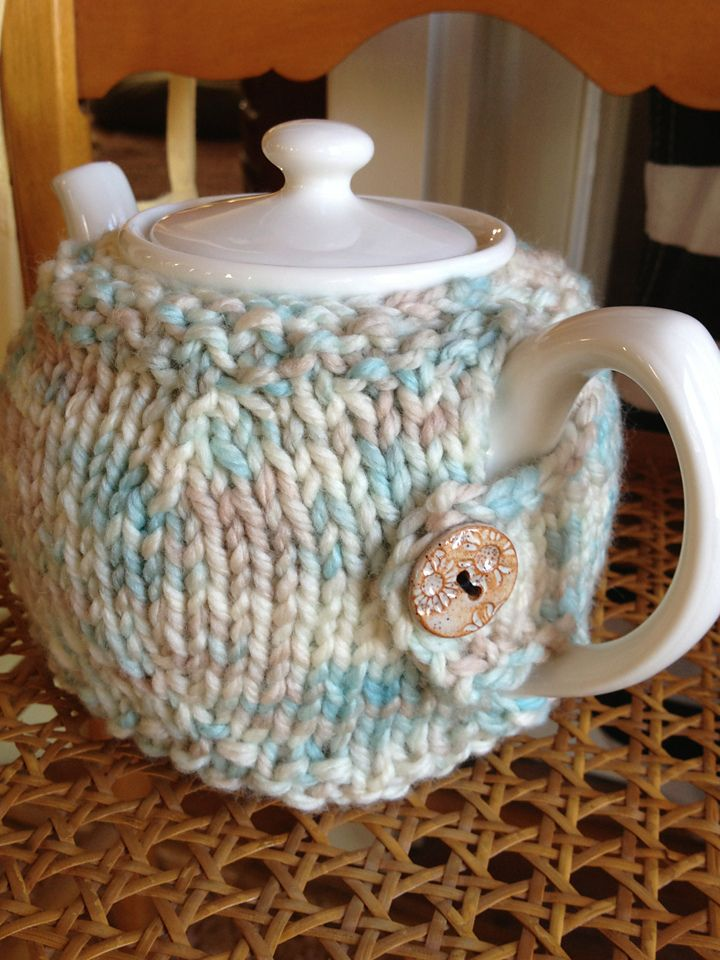 Ravelry: Project Gallery for Teapot Cosy pattern by Alexis Layton