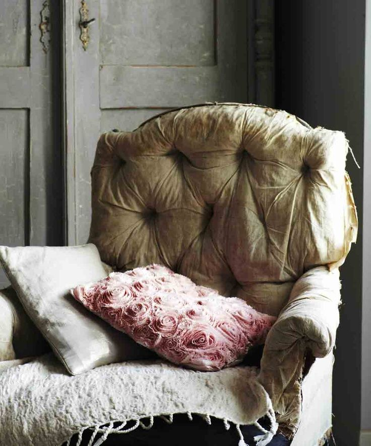 perfectly wornChairs Cushions, Colors, Sweets Dreams, Dresses Room, Reading Chairs, Old Chairs, Nice Chairs, Shabby Vintage, Vintage Armchairs