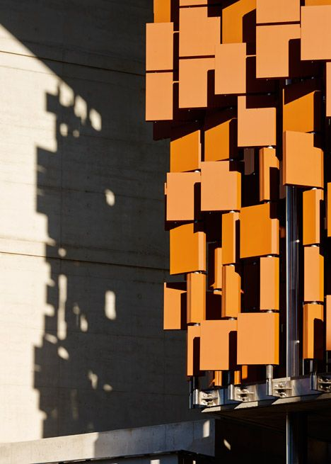 Hundreds of terracotta panels shade the sunny northern facade of this new engineering building at the University of Queensland in Australia.
