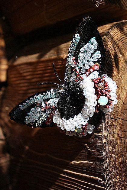 Gallery.ru / Фото #70 - текстильные и бисерные броши - Vladikana