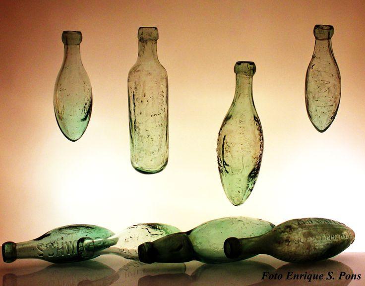 Gracias my collectorsfriend Enrique Sebastian Pons, Bormio Italy and Argentina, Bottiglie Antiche. non Mignon, for sharing your creative Art of Eggbottles!  https://de.pinterest.com/spiritschweppes/the-art-of-eggbottles/