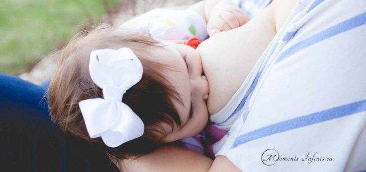 Séance photos allaitement pose-tétée Moments Infinis Photographie