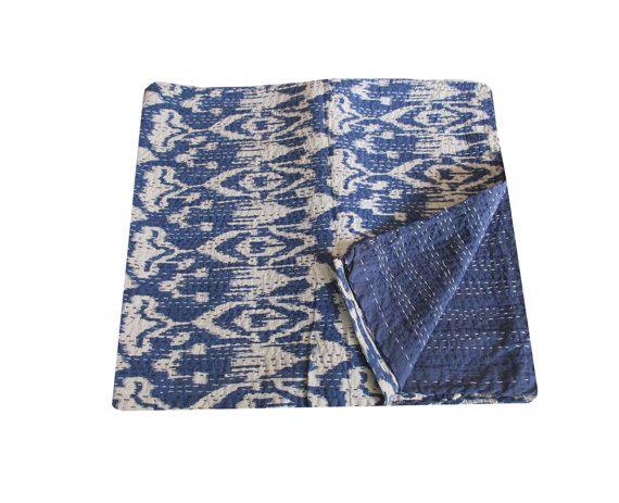 Dies ist eine natürliche Vegitable gefärbt handgemachte Kantha quilt.made aus 100 % Baumwolle. Es kann sein Einsatz als Bettdecke, Bettdecke, Steppdecke, Wand-Dekor, Picknick & Strand werfen etc..  Kantha ist immer noch die beliebteste Form der Stickerei von ländlichen women.typically praktiziert Saris und Tuch und Layer mit Kantha zu nähen, um eine leichte Decke, werfen oder Tagesdecke. Diese Baumwolle leichte Quilts mit einem schönen und bunten floralen Design kann als verwendet werden:...