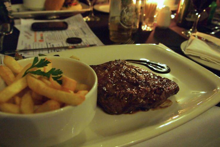 Kloof Restaurant by Piekenierskloof Mountain Lodge se steaks sal jou mond laat water!