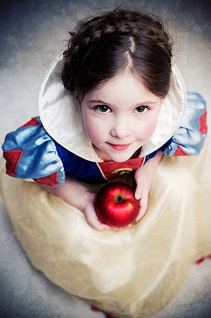Little Snow White (If my future daughters get their mommy's skin and natural hair color, they'll have no problem pulling this look off)