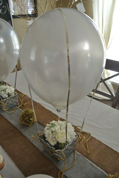 Hot Air Balloon Centerpieces... I would kiddify it for children's parties
