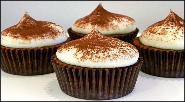 Kelime anlamından yola çıkarak, mutlu bir gün geçirmeniz için kek tarifleri listesinde yerini alan Tiramisu Cupcake tarifini uygulayın derim. Şimdiden afiyet olsun.
