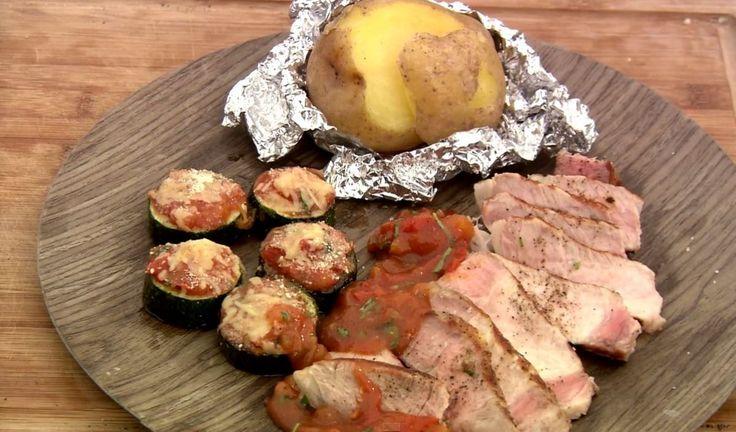 Bereiden:Pak de bintjes in in zilverpapier en leg ze op de barbecue. Laat ze garen gedurende 40 minuten. Snij de tomaten in vieren en verwijder de pitjes. Snij ze vervolgens in kleine stukjes en doe ze in een ovenschaaltje samen met een takje tijm. Zet op de barbecue gedurende 10 minuten totdat je een mooie tomatencompote hebt.