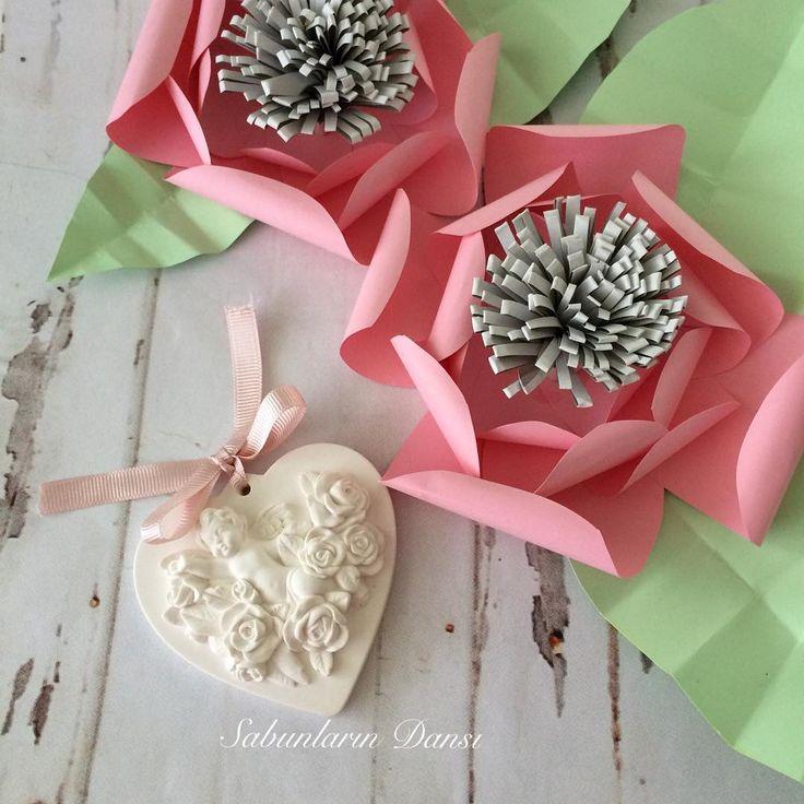 Melekli kokulutaş, ister tekli olarak askılarınıza asmak için, ister çoklu olarak özel gün ve organizasyonlarınız için kutulu ve etiketli alabilirsiniz.  fiyat bilgisi için iletişime geçebilirsiniz #doğumgünü #özelgün #organizasyon #kokulutaş #konsept #dişbuğdayı #bebek #doğum #dekor #handmade #handmadewithlove #melek #düğün #nişan #kına #hediye #hatıra #sunum #sunumönemlidir #today #çarşamba #likeforlike