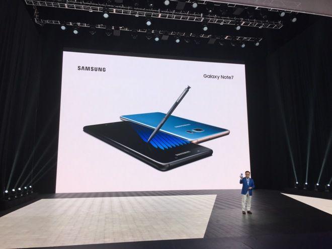 El último teléfono de Samsung se desbloquea con sólo mirarlo http://www.elmundo.es/tecnologia/2016/08/02/57a0ec2646163fb52a8b45f2.html