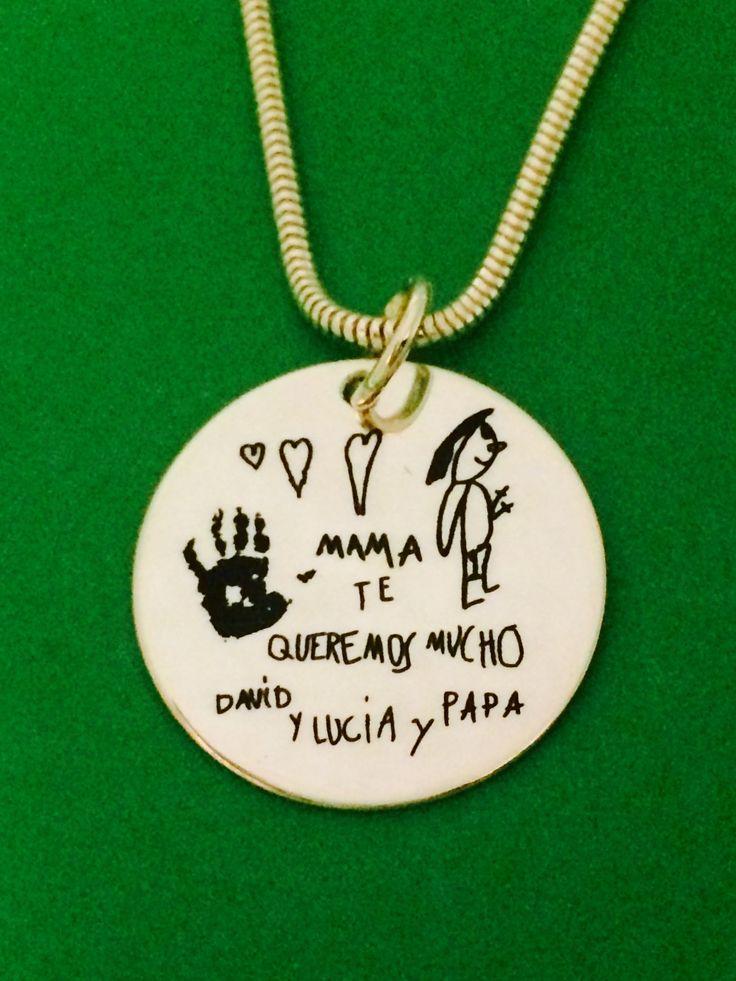 MEDALLON XL, joya  en plata de ley con cadena de colar de ratón. Grabado al láser con dibujos infantiles de los niños y dedicatoria, para mamá. Ideal regalo para día de la madre. #joyasquehablandeti #grabadopersonalizado