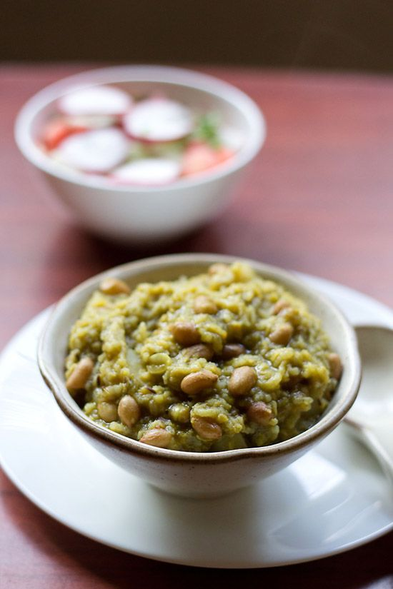 palak khichdi recipe – a sumptuous and nutritious khichdi made with mung lentils, rice, spinach and peanuts.  #khichdi