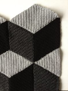Simple diamond motif in SC; lots of possibilities with color.   #crochet