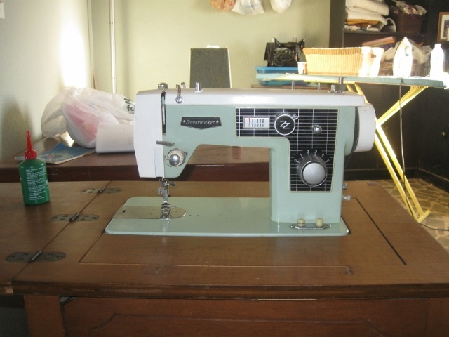 Green Dressmaker CL Vintage Sewing Machine Antique Sewing Custom Dressmaker Special Sewing Machine