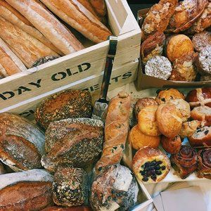 What a loaf-ly time we had at #LSEBeveridge last Saturday 🍞❤️ With delicious surplus treats galore from @gailsbakery, we were able to feed more than 100 attendees, raise money for charities, and spread the important message of feeding bellies not bins 😋💕🍞🍰🍩🍪