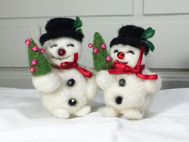 Neulahuovutetut lumiukot.