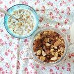 En smarrig müsli med torkad frukt och nötter som rostas i ugn. Förvara den i en vacker glasburk på köksbänken!
