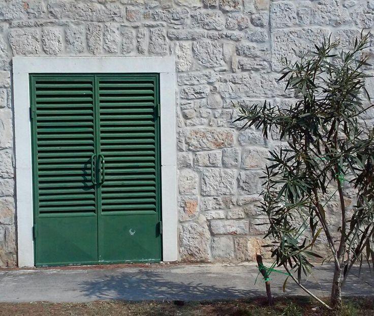 Green door, Šibenik, Croatia   B.Vranješ