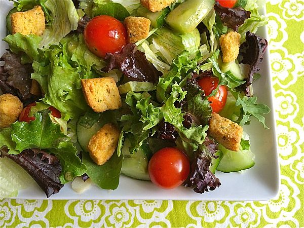 Celebrating National Salad & Vinegar Month With Pompeian #PantryInsiders | Make Ahead Meals For Busy Moms