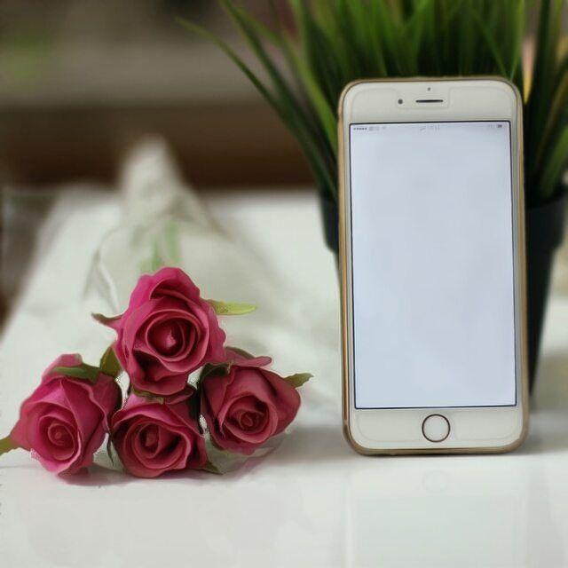 جوال لتصميم Book Flowers Girly Pictures Instagram Wallpaper