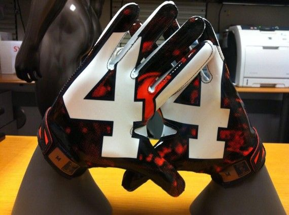 The Syracuse Orange have created some swaggerish No. 44 gloves in honor of Jim Brown, Ernie Davis and Floyd Little for the 2013 season.
