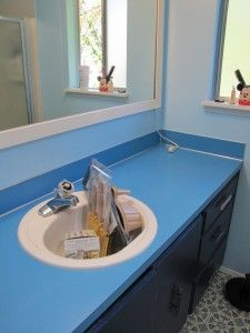 I Painted My 1970's Master Bedroom Bathroom Counter And I Love It
