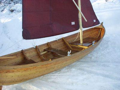 Holzjolle mit Segel. Thor Boot