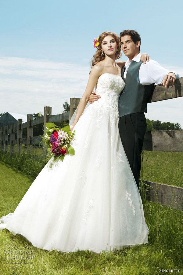 Sincerity Bridal Wedding Dresses 2012   Wedding Inspirasi