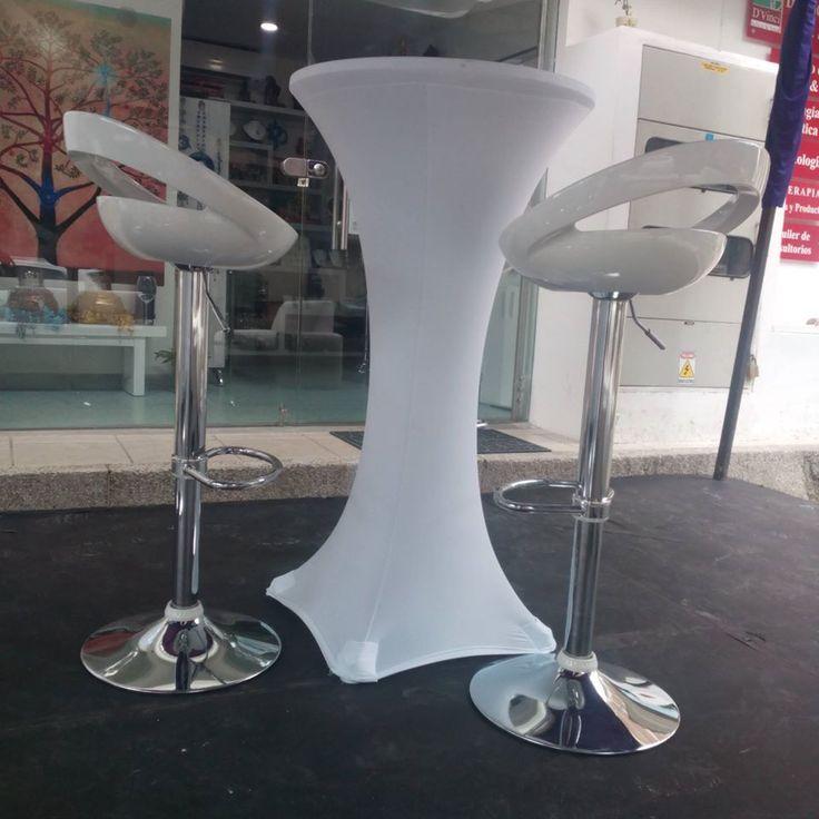 Silla y mesa tipo bar