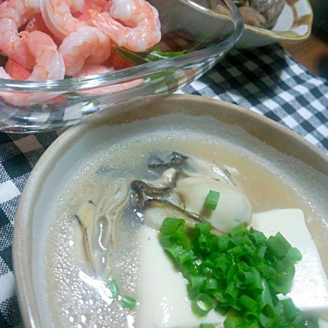 *牡蠣と豆腐の中華スープ *海老サラダ *昨日の煮物 - 39件のもぐもぐ - 晩ご飯 by yukimaru218