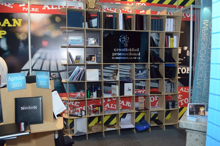"""Otro display construido en mdf y acrílico para nuestros productos.  /Another display unit made on 1/2"""" MDF board and acrylic."""
