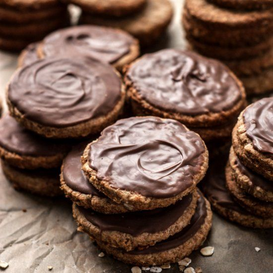Homemade digestive biscuits that taste even better than Mcvities or Cadbury's! Whole grain, low sugar, real butter.
