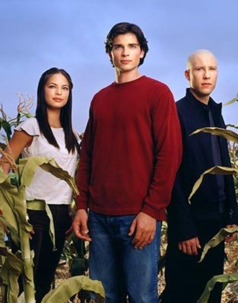 Kristin Kreuk as Lana Lang, Tom Welling as Clark Kent and Michael Rosenbaum as Lex Luthor in Smallville picture #17 of 29