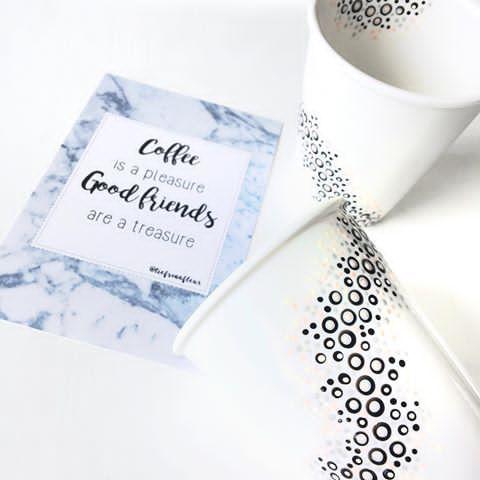 Zelf ontworpen kaartje en zelf gestippelde koffiekopjes voor m'n swapmaatje voor de #loesenlindalievelingsswap Hoop echt dat ze het leuk zal vinden. . P.S. Wil je ook leren stippen? Zie link in bio voor meer info. . #swappenisverslavend #swappen #swapmaatje #liefsvanfleurstippels #workshopstippels #stipmiddag #porcelain #porcelainpainting #porcelainpaint #porselein #porsleinverf #dots #stipjes #stippen #verslaafd #swapmaatje #stipverslaafd #stipavond #stipworkshop #stippels #workshop…