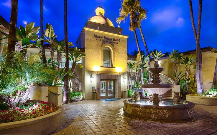 Explore our beautiful waterfront Shelter Island setting, pristine pool, tennis courts and restaurant, and browse our San Diego hotel photo gallery.