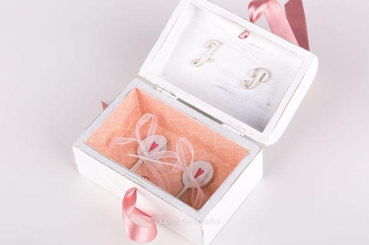 #Caja #anillos #boda Javier y Paqui. #portaanillos de #madera, #personalizado, pintado a mano. www.lolagranado.com