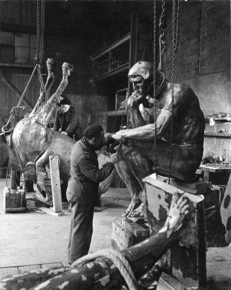 Atelier Robert Doisneau   Site officiel  //  Fonderie Rudier à Malakoff. 1950.  ( can also be found: http://es.parisinfo.com/eventos-paris/126361/Robert-Doisneau-1912-1994-.-Sculpteurs-et-sculptures,-exposition