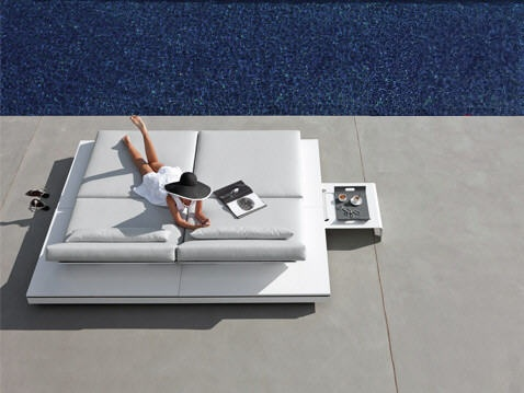 Manutti's luxurious and modern outdoor Belgian furniture. #furniture #outdoor #design #sunbed