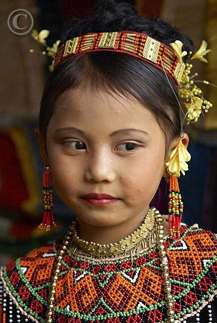 Indonesia,Toraja girl in traditional costume at funeral ceremony, Tana Toraja, Sulawesi, Celebes | ©Robert Harding