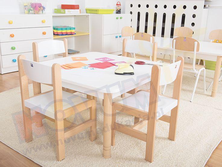 NOVUM - Krzesełko bukowe NOVUM wys. 31 cm białe, z plastikowymi zaślepkami