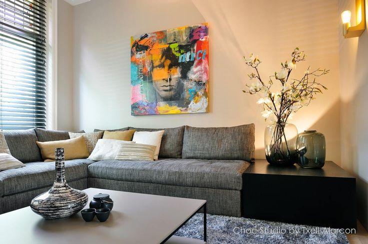 Interieur design en realisatie stadswoning Haarlem - bank en salontafel van Arte, gouden wandlamp van Nautiek, kleed van Kymo, luxe sierkussens van Pure Choc