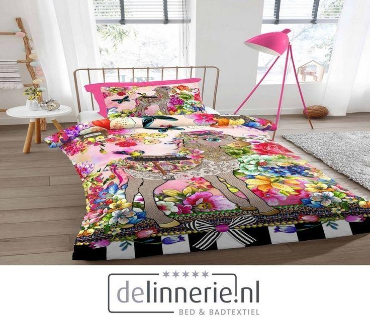 Een prachtig vrolijk en bont dessin. Een kleurrijke mix van bloemen, dieren en strikjes #delinnerie #beddengoed #mellimello #kleurrijk