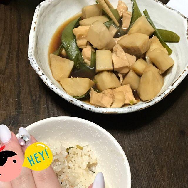 里芋と鶏の煮付けとカニカマご飯🍚 もっと料理できるようになりたいなぁ🤔🍴 まだまだ見た目がアア😭笑  二枚目はライナスにあげた猫の被り物❤ 嫌がられた(笑)  #休日#おうちごはん #よるごはん #愛猫 #ライナス#ノルウェージャンフォレストキャット #休日