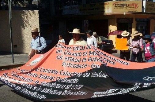 Marchan trabajadores del SUTCOBACH en Chilpancingo, Guerrero - http://www.notimundo.com.mx/estados/marchan-sutcobach-chilpancingo/