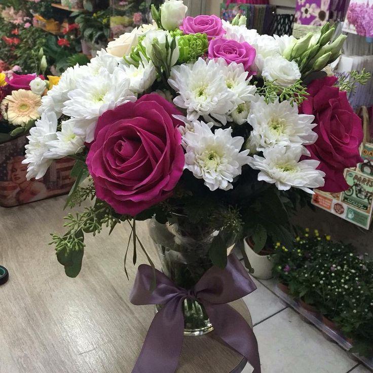 #Floral sweetness! #flowershop #crysanthemum #flowersoftheday…