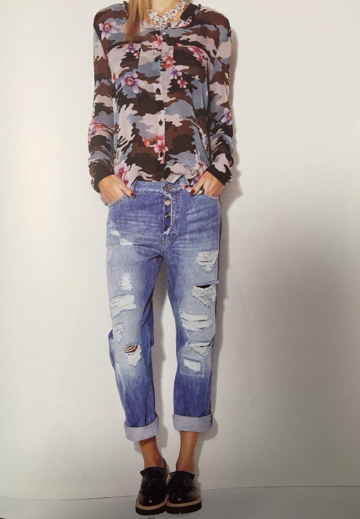 Jeans boy-friend e camicia camouflage Denny Rose