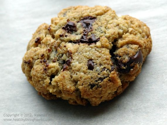 Healthy Chocolate Chip Cookie - made w/ almond & coconut flours, no sugar added #healthiersweets